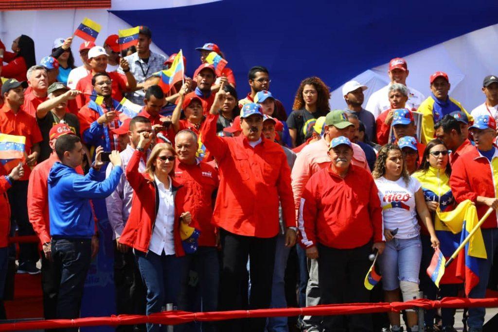 Николас Мадуро и други членове на венесуелското ръководство на сцената по време на митинга на 2 февруари в Каракас. Снимка: Prensa Presidencial