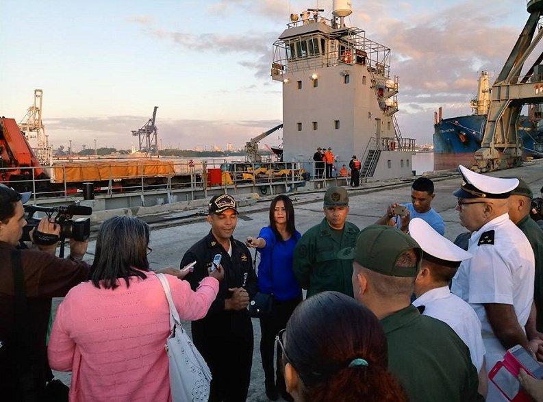 Венесуела изпрати цял кораб със строителна техника, за да помогне във възстановяването на кварталите, засегнати от торнадото. Снимка: Cubadebate