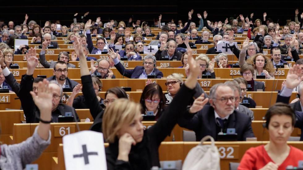 По време на гласуването за Венесуела в Европарламента. Снимка: EFE