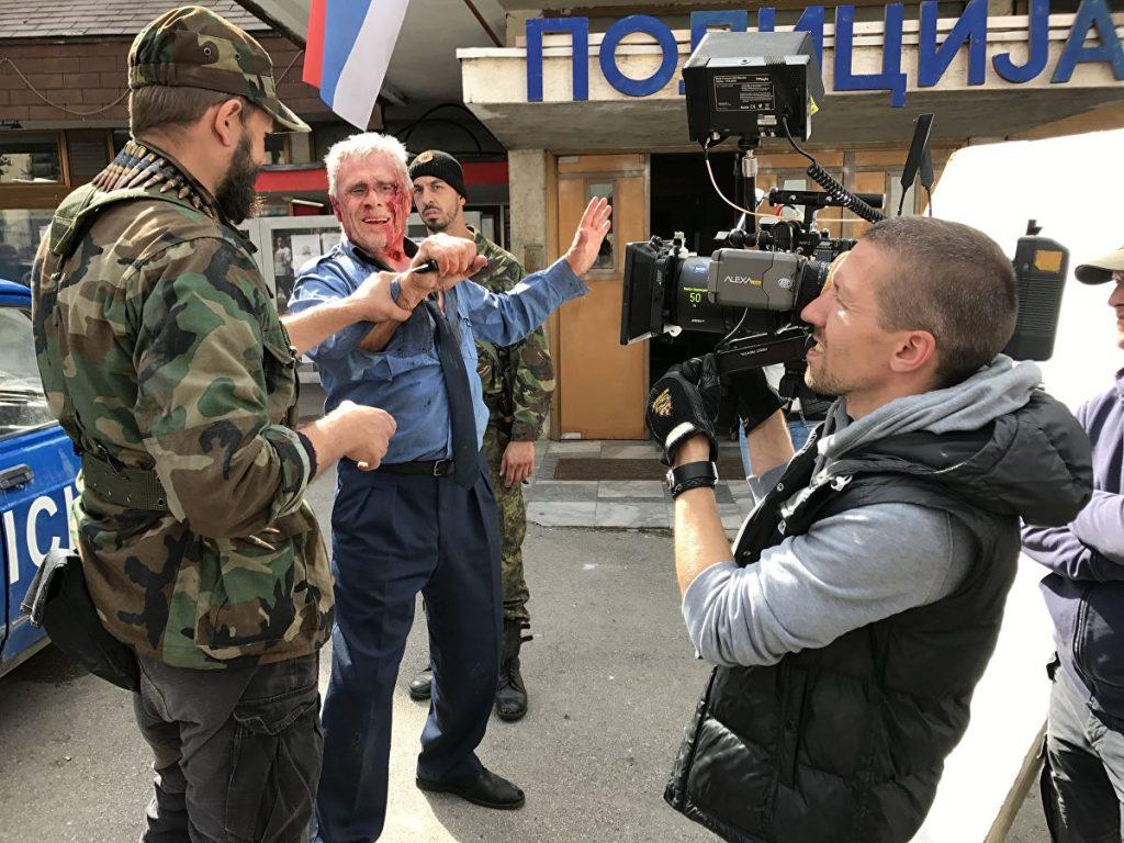 """Гойко Митич (в центъра! по време на снимките на """"Балкански рубеж"""". Снимка: РИА"""