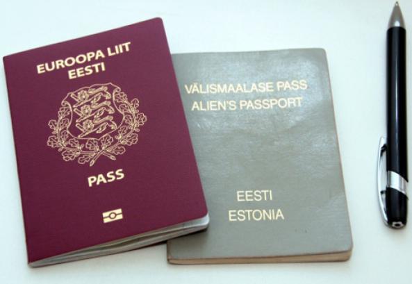 """Паспортите на """"негражданите"""" на Естония са сиви, за разлика от обичайните"""