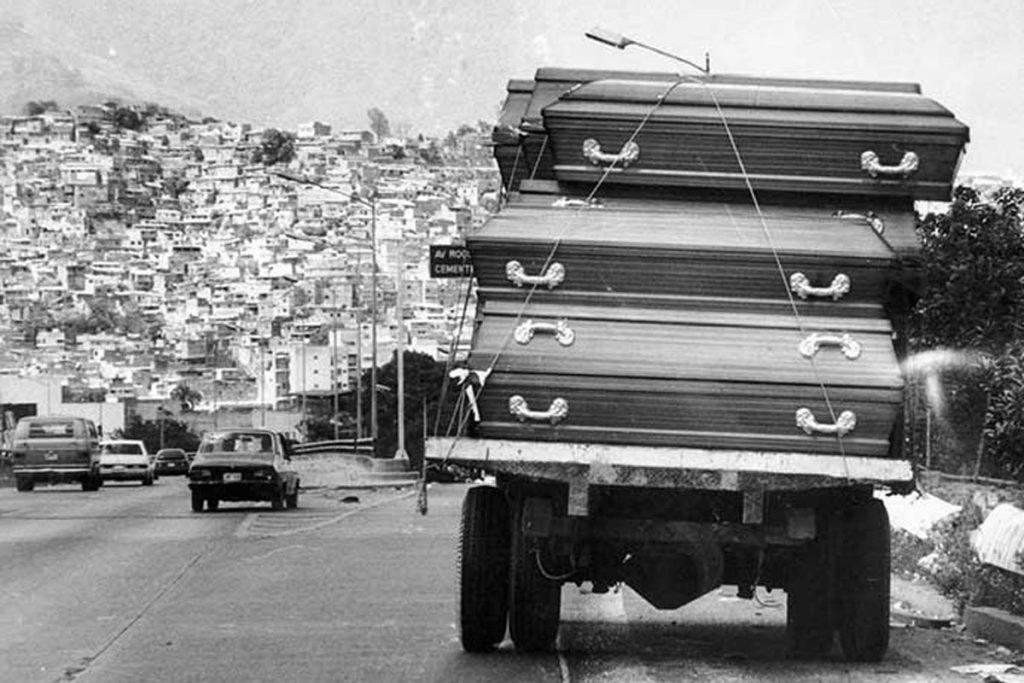 """Улично ежедневие по време и след """"Каракасо"""". Снимка: venezuelaanalysis"""