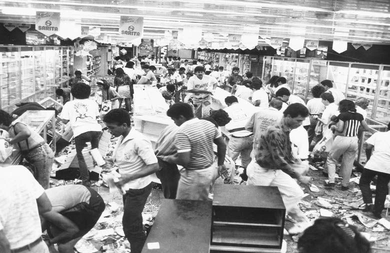 Шоковото вдигане на цените предизвиква разграбване на магазини. Снимка: Орландо Укето
