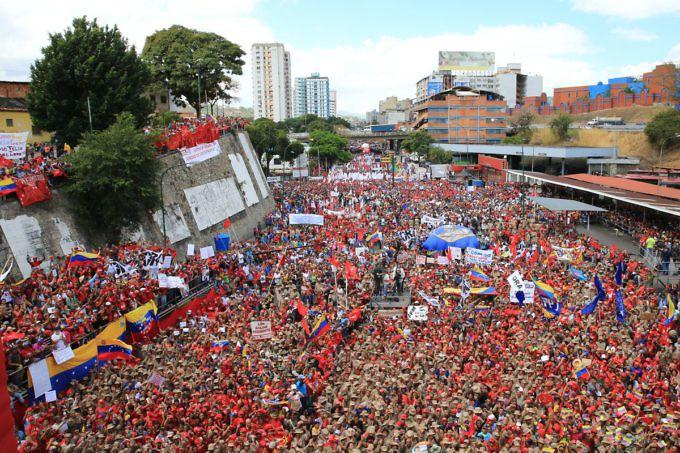 """Масови чавистки шествия ознаменуваха 30-годишнината от """"Каракасо"""". Снимка: albaciudad"""