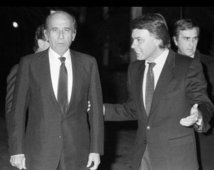 Карлос Андрес Перес (вляво) се радва на топлото приятелство на Фелипе Гонсалес. Снимка: Туитър