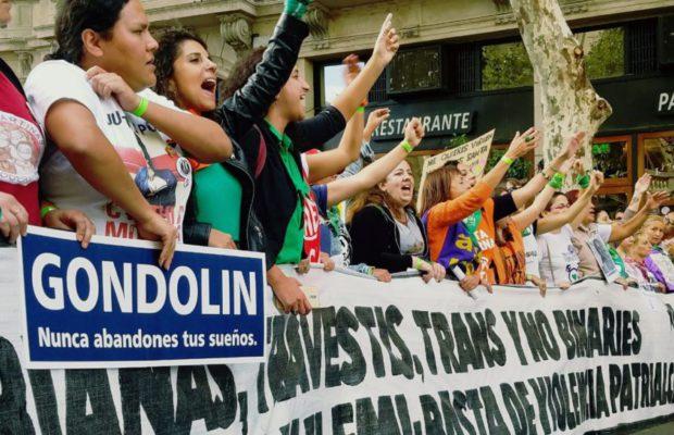 Стотици хиляди аржентинки преминаха из Буенос Айрес с шествието в защита на правата на жените. Снимка: Resumen Latinoamericano
