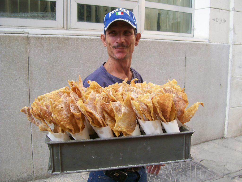Продавач на хавански мекици. Снимка: Къдринка Къдринова