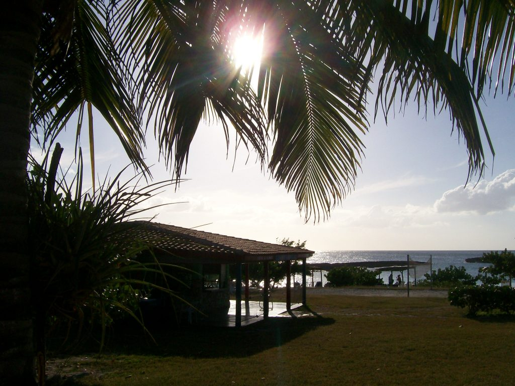 Кът от днешен кубински туристически комплекс за гмуркачи, изграден в района на Плая Хирон, с изглед към Залива на свинете. Снимка: Къдринка Къдринова