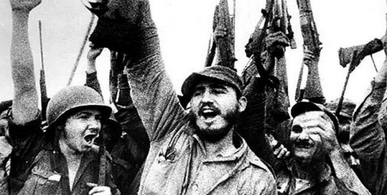 Фидел и Раул (с каската) Кастро празнуват победата над наемниците от Залива на свинете. Снимка: Radio Habana
