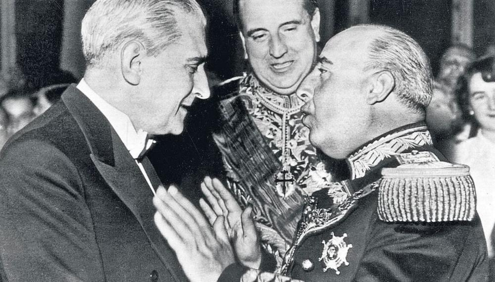 Салазар (вляво) с Франко (вдясно) през 1949 г. Снимка: elsaltodiario
