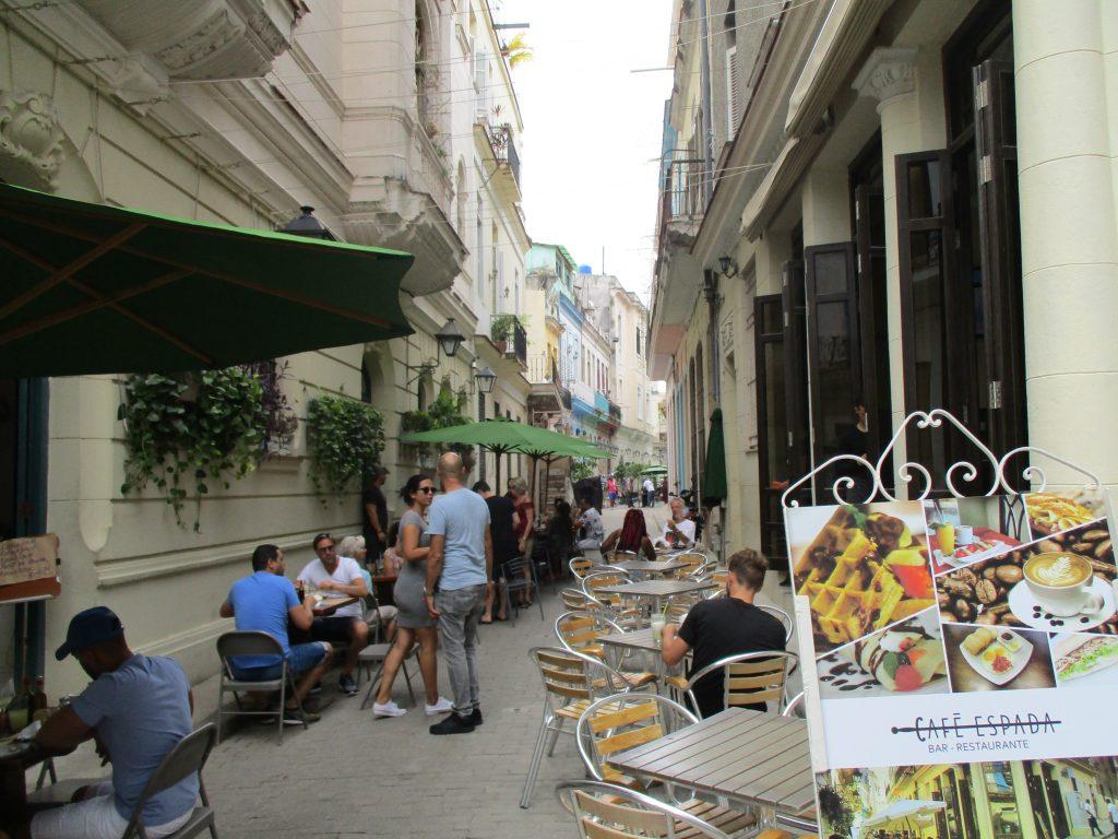 Улично кафене на слизане от Хълма на Ангела. Снимка: Къдринка Къдринова