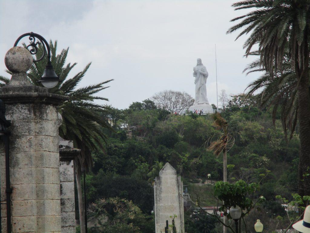 Христос от Хавана–така е известна 20-метровата скулптура, извисяваща се на хълм срещу Хаванския залив и обърната към града. Снимка: Къдринка Къдринова