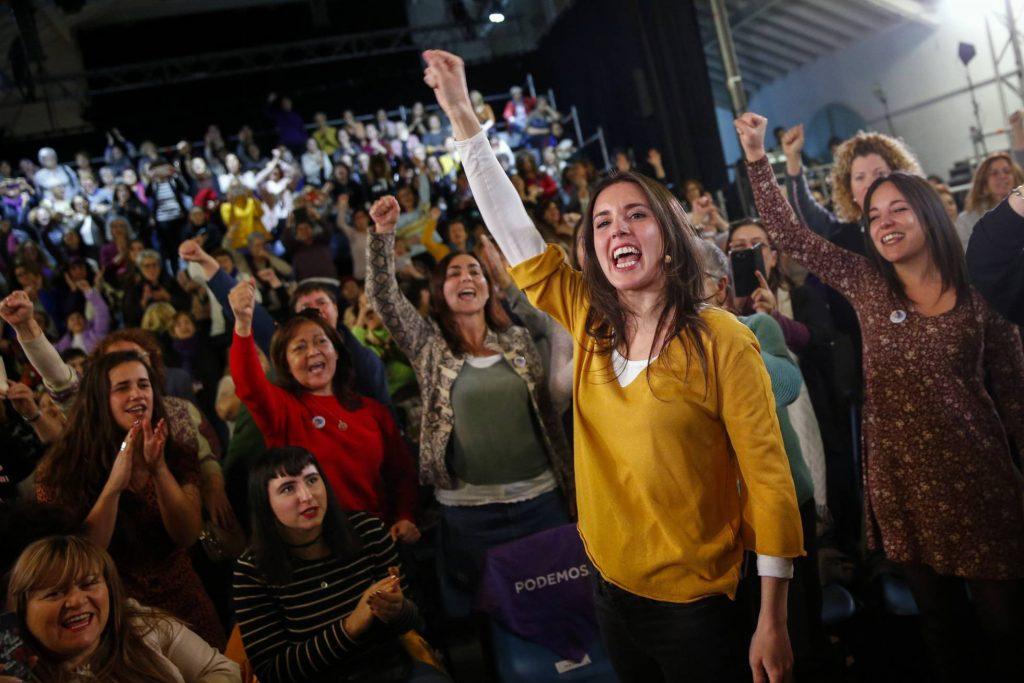 Ирене Монтеро се върна в политиката след ксвоя отпуск по майчинство с този специален митинг през януари т. г., когато т отпуск по бащинство вече беше Пабло Иглесиас. Снимка: El Pais