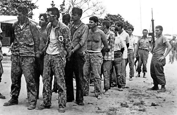 Пленени от кубинската армия наемници след разгрома на десанта в Залива на свенете през април 1961 г. Снимка: La Nacion