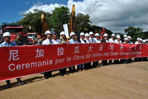 Никарагуански и китайски участници в проекта за изграждане на нов междуокеански канал при старта на строителните работи в края на 2014 г. Снимка: ipsnews.net