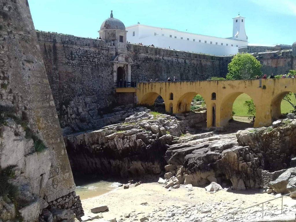Крепостта Пенише е била избрана от диктатурата за затвор заради непристъпните ѝ външни стени. Снимка: Пауло Тожейра