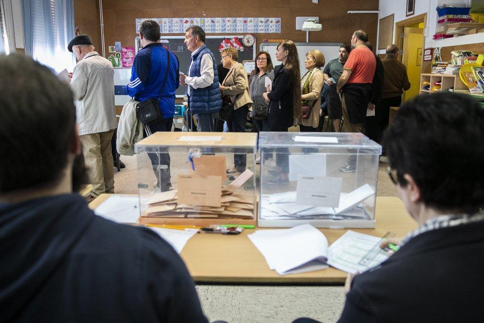 При избирателна активност от 75,75% в секциите за гласуване се извиха опашки. Снимка: El Pais