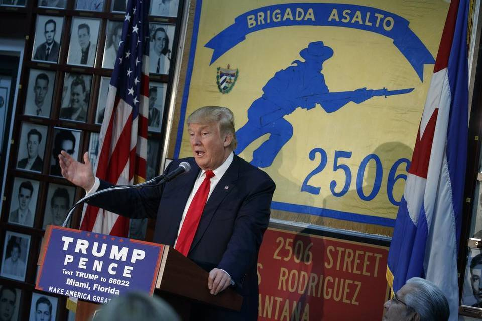 По време на своята предизборна кампания през 2016 г. Доналд Тръмп говори в Маями пред ветерани от извършеното през 1961 г. нахлуване в кубинския Залив на свинете. Снимка: libertadusa.com
