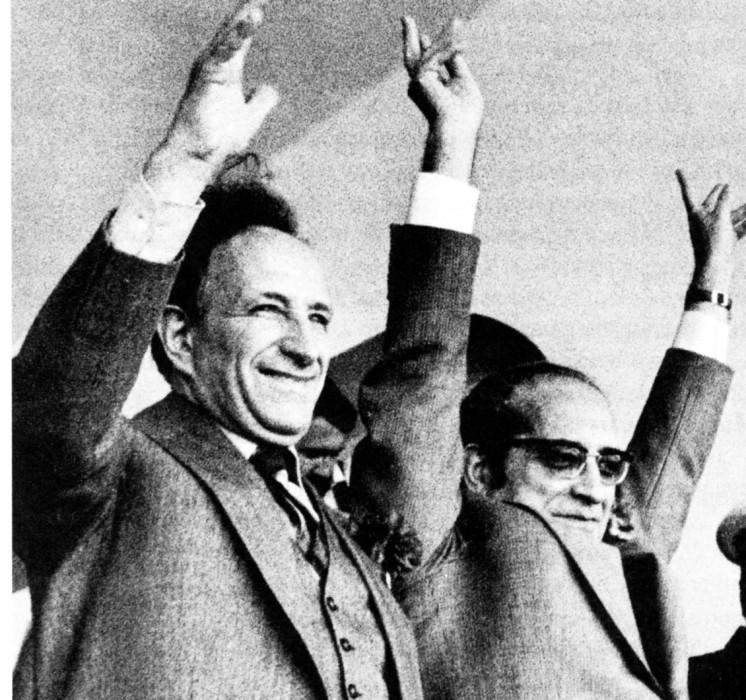 1975 година. Премиерът Вашку Госналвиш (вляво) и сменилият Спинола на президентския пост Франсишко да Коща Гомиш. Снимка: CDU