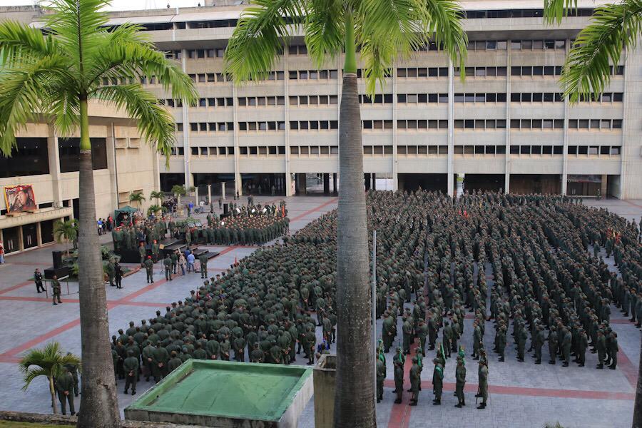 По време на митинга във Военната академия в Тюна. Снимка: Prensa Presidencial