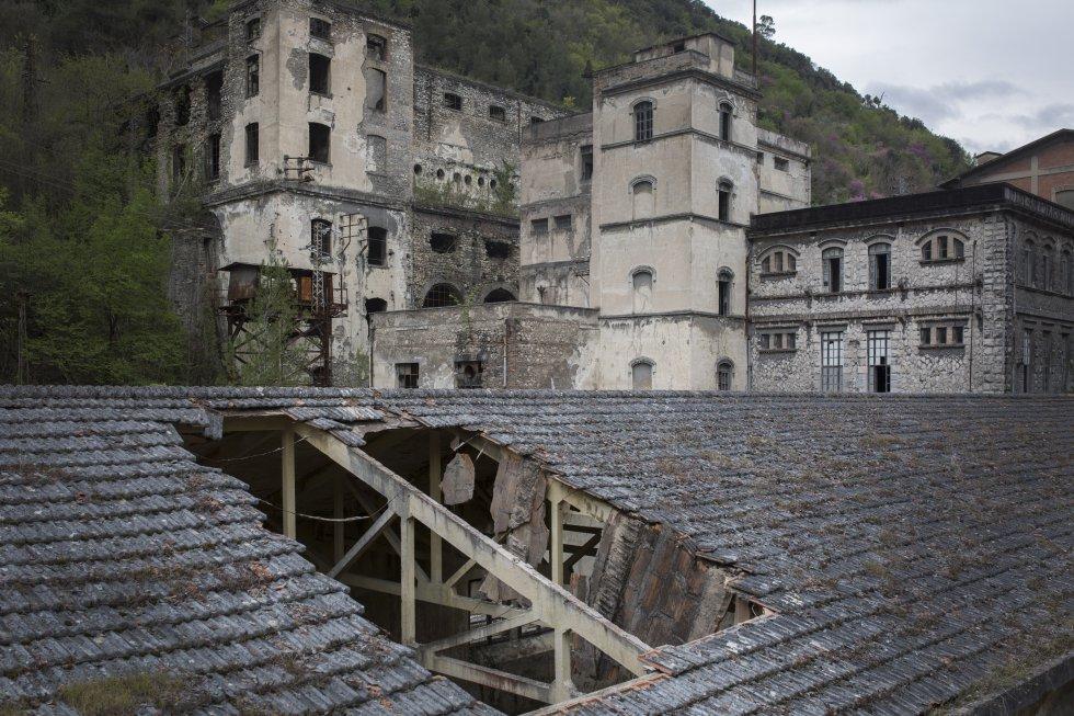 Старата фабрика в Папиньо е в руини. Снимка: El Pais