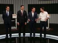 По време на телевизионния предизборен дебат Мариано Рахой, Педро Санчес, Алберт Ривера и Пабло Иглесиас се усмихваха един на друг, но никой не отстъпи от принципните си позиции.