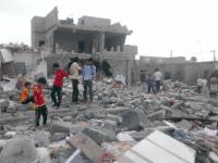 Деца обикалят останките на над 100 разрушени сгради в техния квартал в следствие от бомбардировките на водената от Саудитска Арабия коалиция
