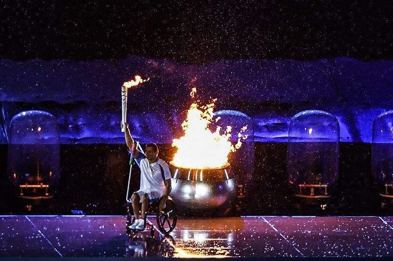 На пръв поглед нищо не отличава параолимпиадата от олимпиадата. На спортистите там обаче е отказан същия статут
