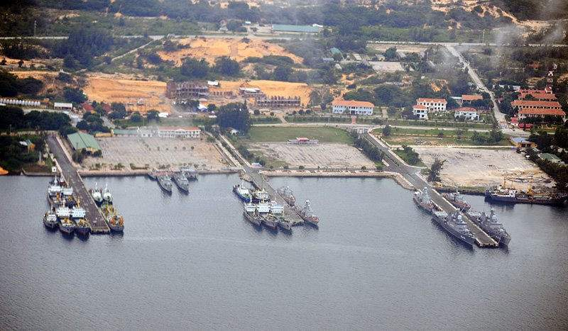 Част от пристанището в базата Камран, Виетнам