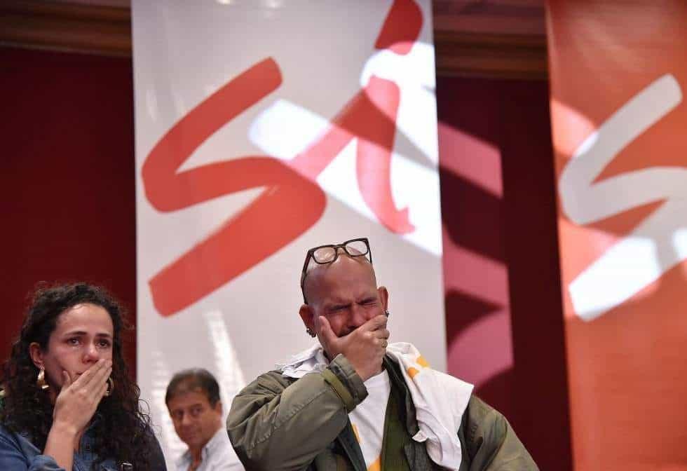 """Привърженици на """"да""""-то в колумбийския референдум са в покруса след обявяването на резултатите"""