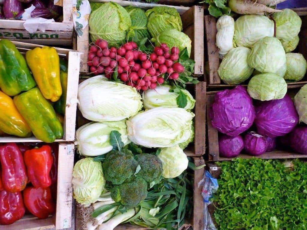 Франция реши проблема с изхвърлянето на храна като просто забрани на супермаркетите да го правят.