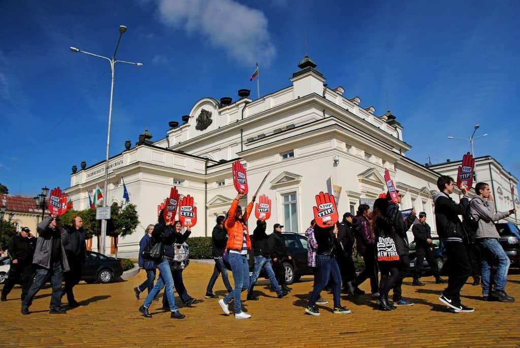 Парламентът не обърна внимание на протестите в последните дни, чиито искания бяха за анализ на ефекта от СЕТА и провеждане на публичен дебат. Снимка: Барикада