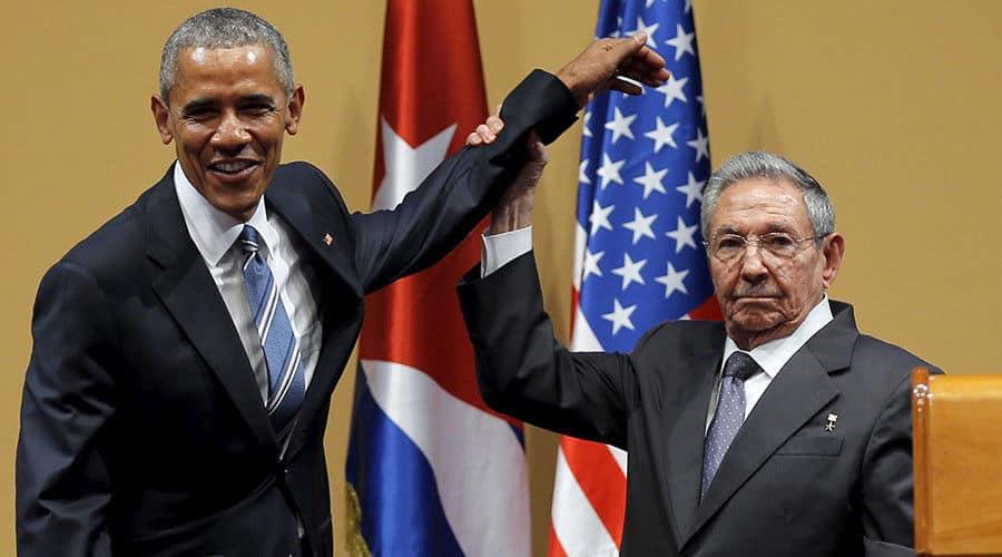По време на посещението на Барак Обама в Хавана през март н.г. Раул Кастро не разреши на госта си да го тупа покровителствено по рамото