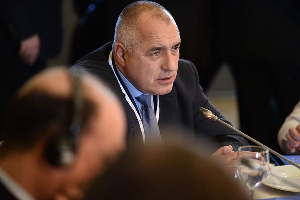 Въпреки драматичните речи напоследък, оставката на Борисов изглежда е премерен ход.