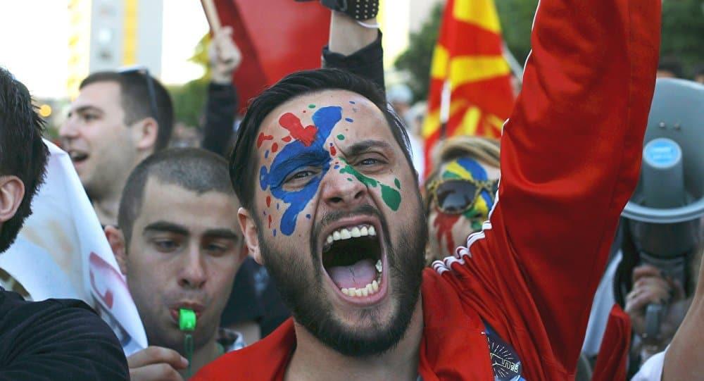 """Протестите на македонската """"Цветна революция"""" изпуснаха цялата пáра в свирката още преди да настъпи лятото"""