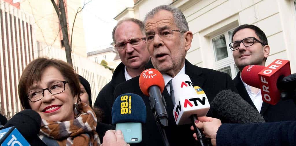 Александер Ван дер Белен е новият президент на Австрия. На тази снимка край него е и жена му Дорис Шмидауер