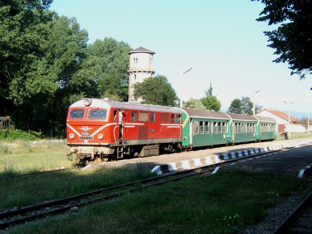 """102,100 лева - толкова е началната цена на този """"негоден"""" за експлоатация локомотив с номер  70002-6."""