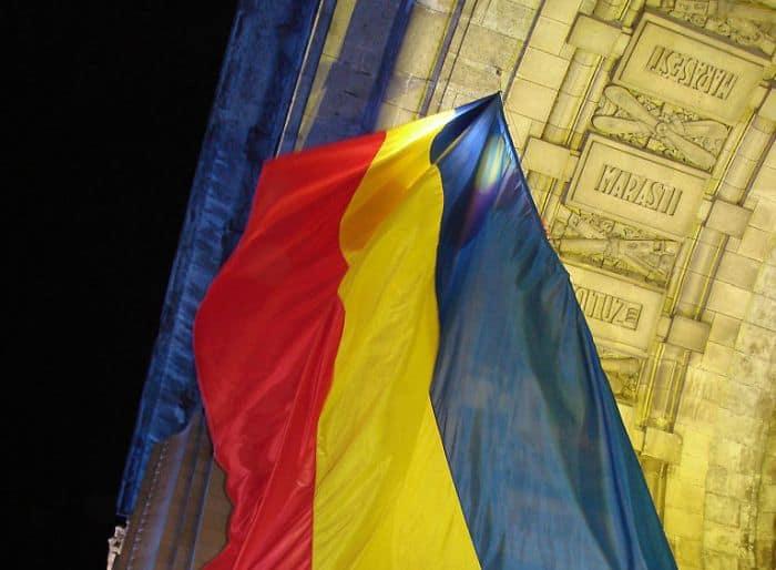arc_triumf_tricolor_700