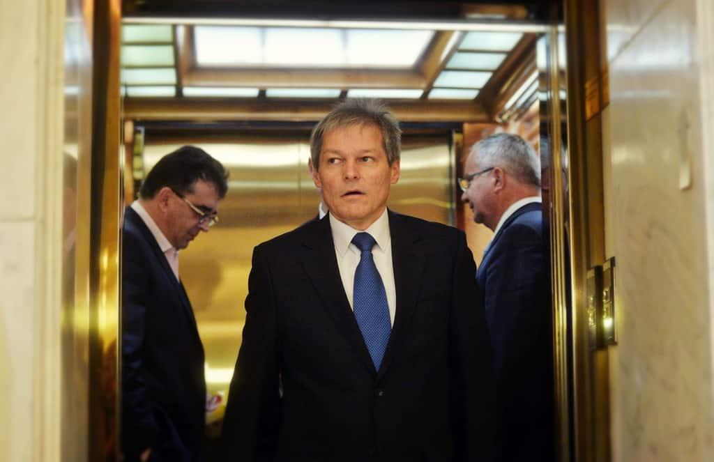 """Премиерът Дачиан Чолош е поднасян на публиката като """"дошъл от провидението лидер"""""""