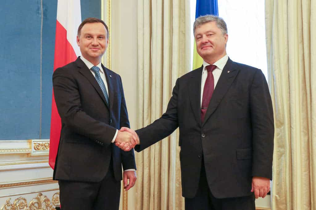 Анджей Дуда (вляво) и Петро Порошенко (вдясно) във Варшава.