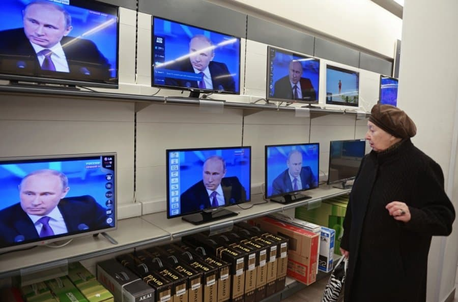 v-putin-on-russian-television-67582456