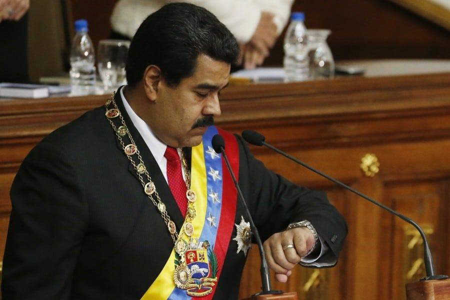 Атаките от страна на Националното събрание няма как да не напомнят на венесуелския президент Николас Мадуро съдбата на някогашния чилийски президент социалист Салвадор Алиенде, погубен от държавен преврат