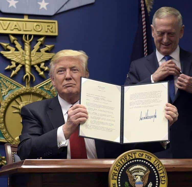 Доналд Тръмп започна президентството си с ударно подписване на укази