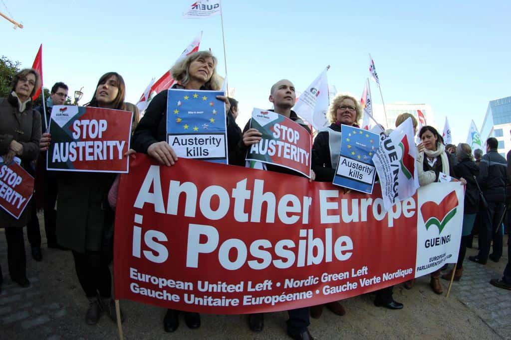 """""""Друга Европа е възможна"""". Протест на евродепутати от GUE/NGL срещу остерирета, 2012 година, Брюксел. Снимка: https://www.facebook.com/guengl/?fref=ts"""