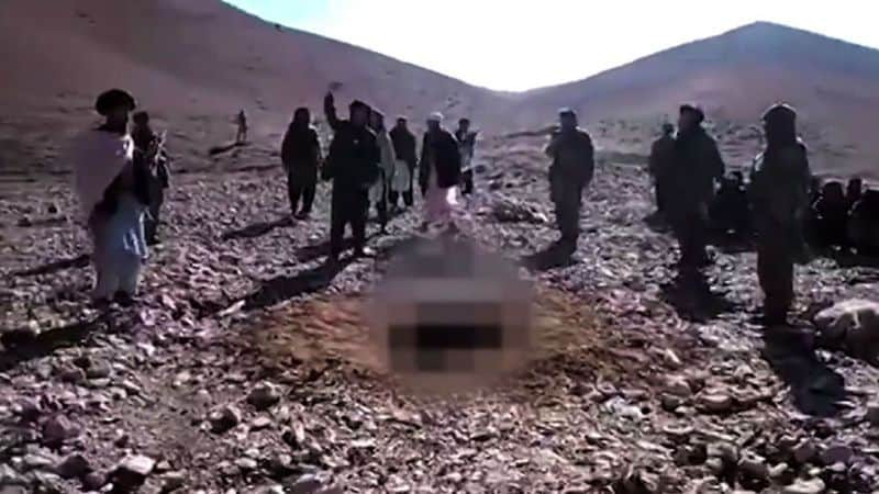 """Убийствата с камъни на """"кривнали"""" жени са обичайни в Афганистан. Снимка: yahoo"""