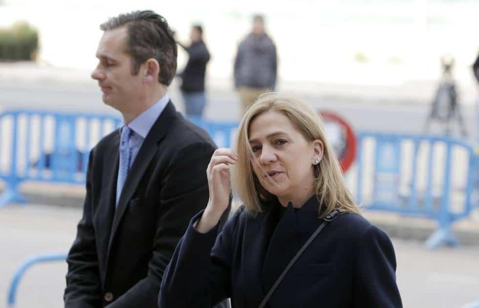 Иняки Урдангарин и инфанта Елена отиват на едно от съдебните заседания миналата година. Снимка: elpais