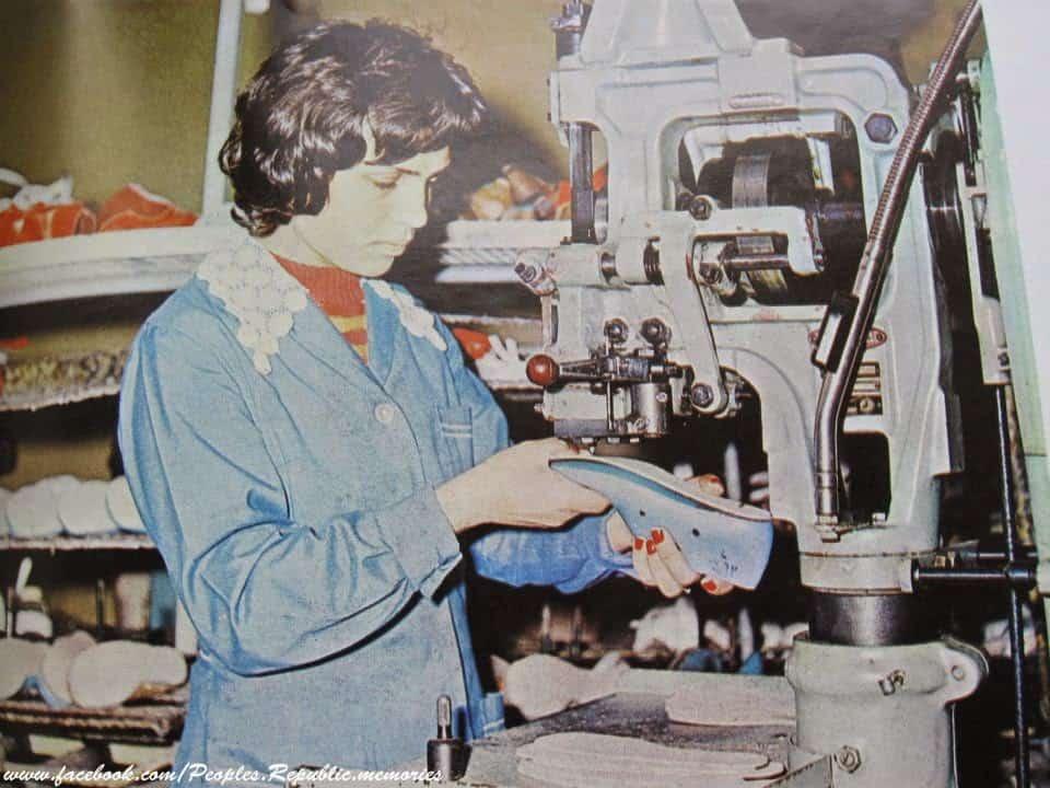 Работници в обувният комбинат в Добрич, 80-те години на миналия век. Снимка: Soc-bg.com