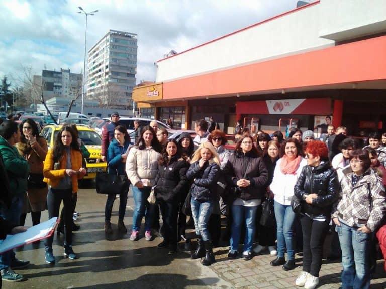"""Протест на служителите на """"Пикадили във Варна. Снимка: Автономен работнически синдикат"""