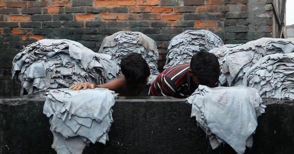 Здравните и правозащитни организации отдавна предупреждават за тежкото състояние на работниците в Бангладеш. Снимка: hrw.org