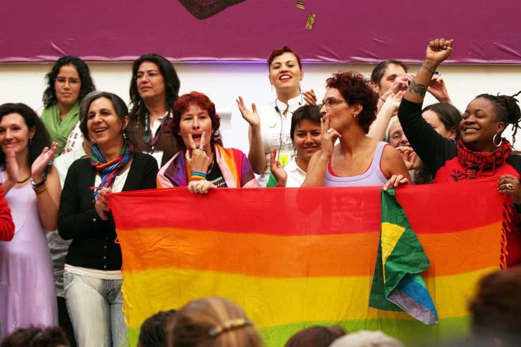 """Alerta,alerta que camina la lucha feministra por América Latina (""""Внимание, внимание, феминистката борба минава през Латинска Америка"""") - това скандираха на регионална среща преди няколко години латиноамериканските феминистки движения, перифразирайки един друг, предшестващ и легендарен слоган - Alerta, alerta que camina la lucha guerillera por América Latina (""""Внимание, внимание, през Латинска Америка минава партизанската борба""""). Това е и илюстрация за промените в социалните движения на южния континент. Снимка: redsemlac"""